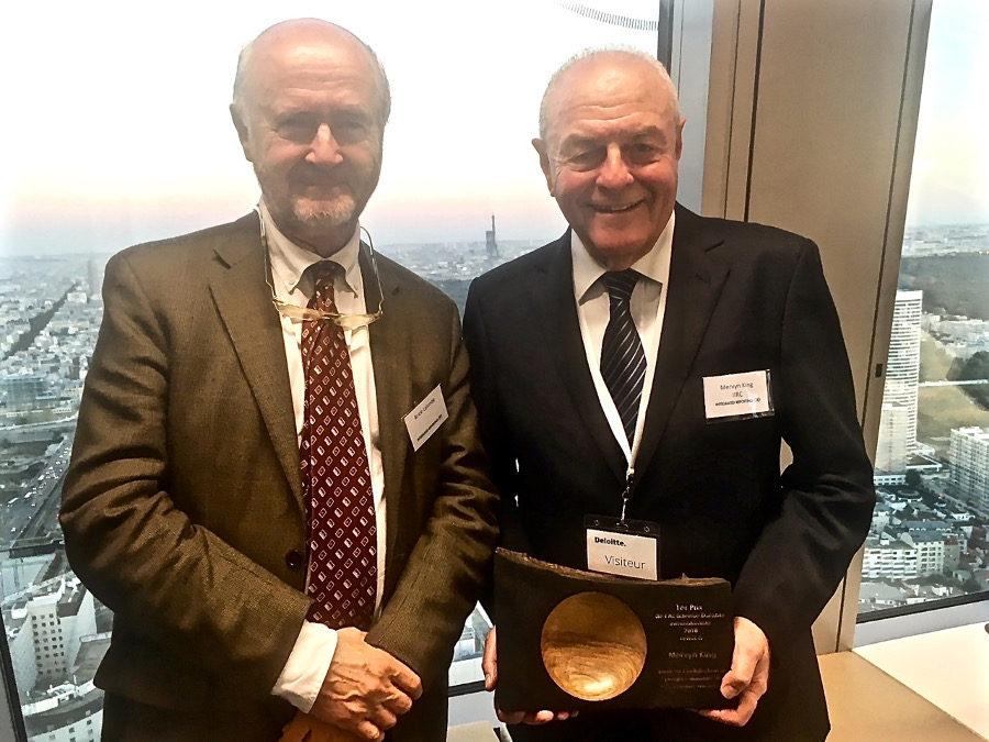 Mervyn King, Président de l'IIRC et expert international, reçoit un miroKo