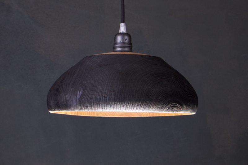 luminaire en bois brûlé