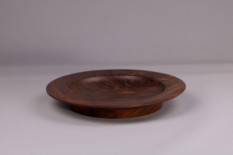 belle assiette en bois naturel